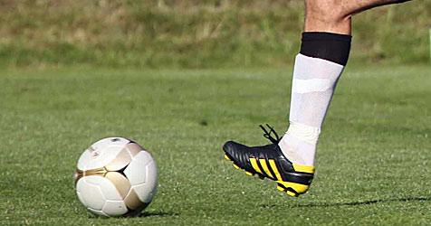 "Mistelbacher Kicker unterstützen den ""Weißen Ring"" (Bild: Sepp Pail)"