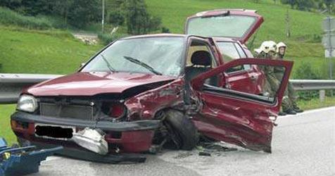 Junger Alko-Lenker verursacht Crash im Mostviertel (Bild: FF Wirts)