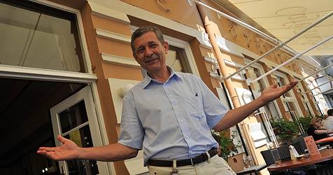 Sprühnebel soll Hitze in Linzer Café Traxlmayr lindern (Bild: Horst Einöder)