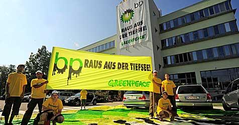 Umweltschützer entern BP-Zentrale in Wiener Neudorf (Bild: APA/Greenpeace/Wustinger Moritz/Greenpeace/Wustinger Moritz)