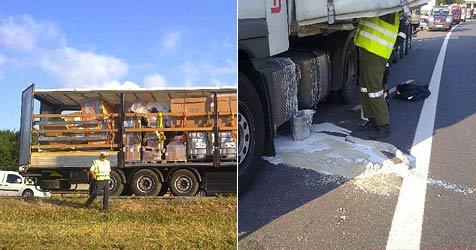 Ladung von Gefahrengut-Lkw  verrutscht (Bild: FF Hirtenberg)