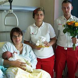 Kleiner Thomas kam im Rettungswagen zur Welt (Bild: Rotes Kreuz St. Valentin)