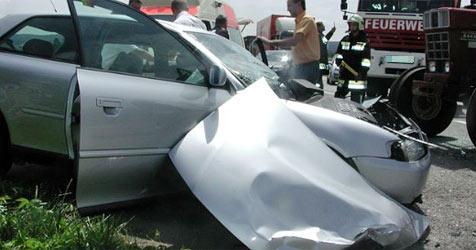 81-Jähriger nach Crash mit Traktor im Spital verstorben (Bild: FF Mannersdorf)