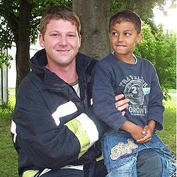 Feuerwehr rettet Achtjährigen in Wels (Bild: FF Wels)