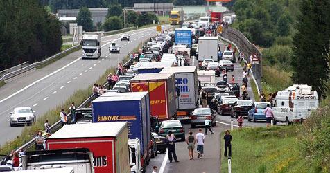 Reiseverkehr sorgt für 24 Kilometer Stau auf der A10