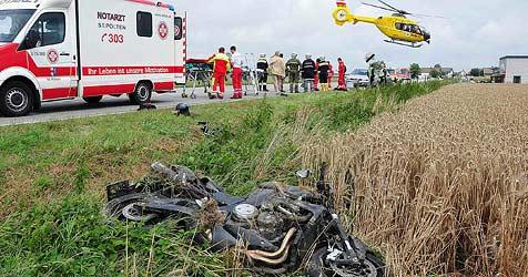 Vater und Sohn bei Motorrad-Crash schwer verletzt (Bild: Fotoplutsch.at)