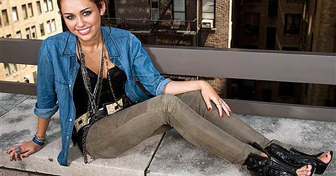 Miley Cyrus wünscht sich Brust-OP zum Geburtstag