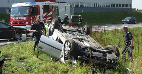 Zwei Verletzte bei Crash im Bezirk Gmunden (Bild: FF Wiesen)