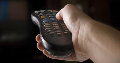 Über 2 Stunden vor TV und PC steigert das Sterberisiko (Bild: © 2010 Photos.com, a division of Getty Images)