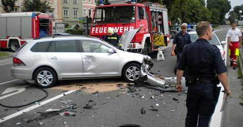 Zwei Lenkerinnen bei Crash im Bezirk Krems verletzt (Bild: FF Krems/Markus Fasching)
