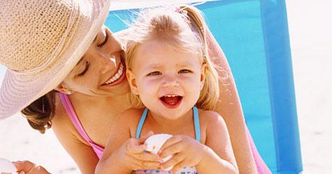 So wird der erste Strandtag mit Baby richtig entspannend (Bild: 2010 Photos.com, a division of Getty Images)