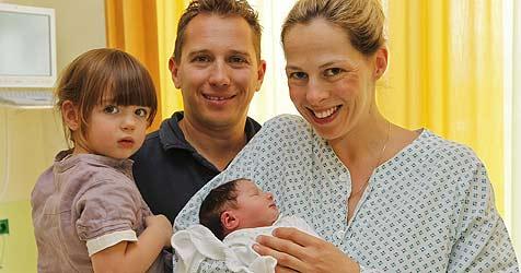 Baby Lena kam schneller als der Notarzt (Bild: Tschepp)
