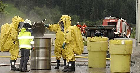 Chemieunfall in Mauterndorf - 100 Mann im Einsatz (Bild: ROLAND HOLITZKY)