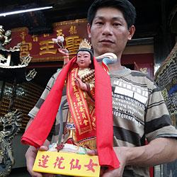Taiwaner heiratet lieber taoistische Göttin (Bild: AFP)