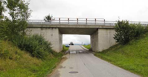 16-Jährige stürzt von Brücke vier Meter in die Tiefe (Bild: Tschepp)