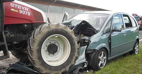 Frontalcrash mit Traktor fordert zweites Todesopfer (Bild: salzi.at)