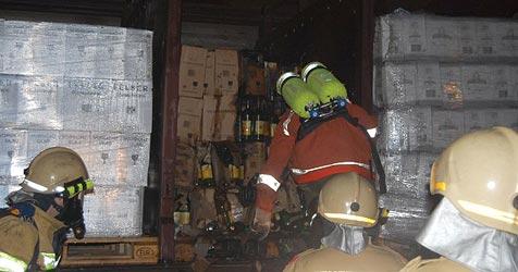 Technischer Defekt löst Feuer in Güterwaggon aus (Bild: FF Schwarzach)
