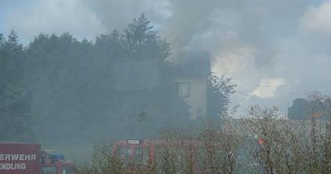 75-jähriger Hauseigentümer bei Brand verletzt (Bild: FF Dorf an der Pram)
