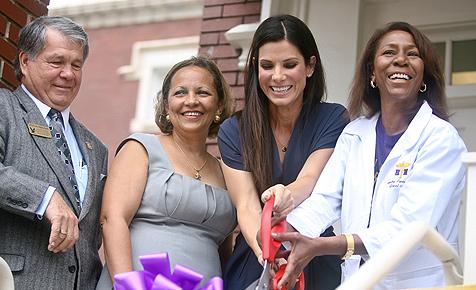 Sandra Bullock eröffnete Klinik in New Orleans