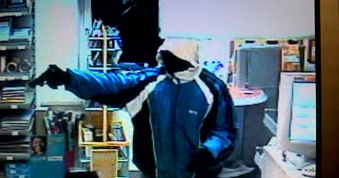 Bankräuber fliegt durch eingefärbtes Beute-Geld auf (Bild: Polizei)