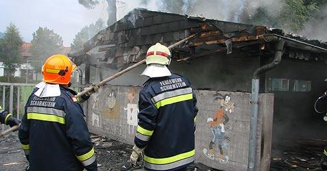 Flammen bedrohten Hauptschule in Scharnstein (Bild: FF Scharnstein)