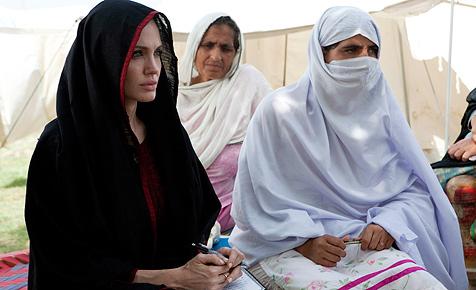 Jolies unermüdliche Arbeit für die Opfer von Katastrophen