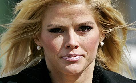 Anna Nicole Smiths Nanny fand blutige Spritzen im Bad