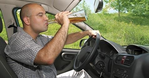 Handy entlarvt betrunkene Autofahrer (Bild: © 2010 Photos.com, a division of Getty Images)