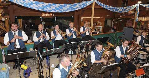 Salzburger spielen im In-Zelt beim Oktoberfest (Bild: Kronen Zeitung)