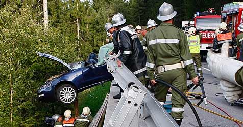 47-jähriger Mann stirbt nach Pkw-Crash in Autowrack (Bild: Philipp Brunner)
