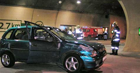 Lenkerin bei Crash in Semmeringtunnel verletzt (Bild: FF Steinhaus am Semmering)