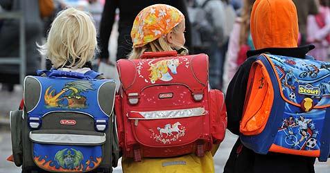 Unbekannter wollte in OÖ Kinder gegen Geld ins Auto locken (Bild: dpa/A3446 Patrick Seeger)