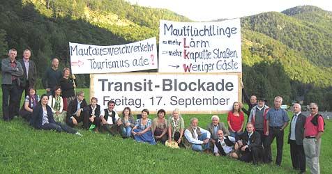 Bürgerinitiativen sperren die B145 bei Bad Ischl (Bild: Privat)