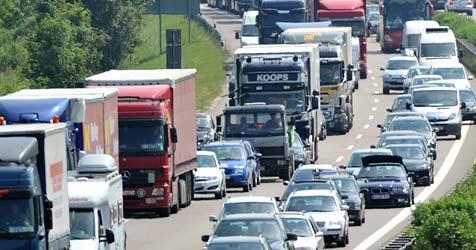 Acht Verletzte nach Unfällen auf der Westautobahn (Bild: dpa/Stefan Puchner)