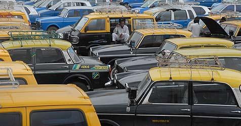 Mumbais Taxis bald braun-beige statt schwarz-gelb (Bild: EPA)