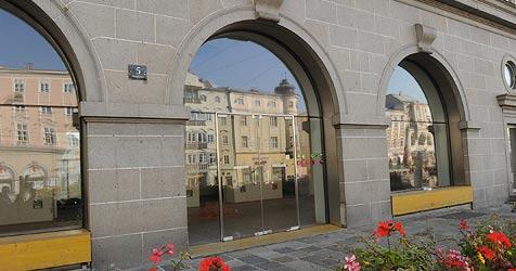 Viel Leerstand auf der Ostseite des Linzer Hauptplatzes (Bild: Hannes Markovsky)