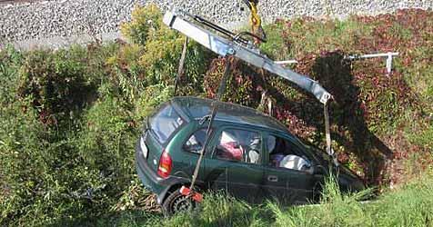 Unfall endet für Lenkerin in Ternitz glimpflich (Bild: EINSATZDOKU.at)