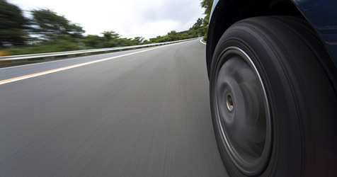 Tempolimit soll gefährliche Strecke entschärfen (Bild: © 2010 Photos.com, a division of Getty Images)