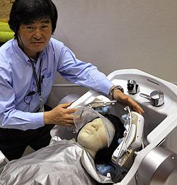 Dieser Roboter wäscht Haare und massiert Kopfhaut (Bild: AFP)