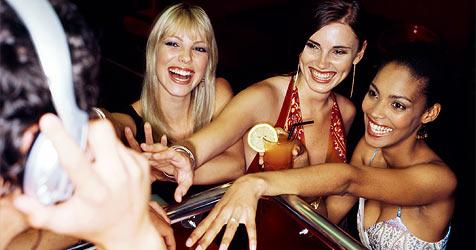 US-Firma verkauft Handtaschen mit Handschellen (Bild: © 2010 Photos.com, a division of Getty Images)