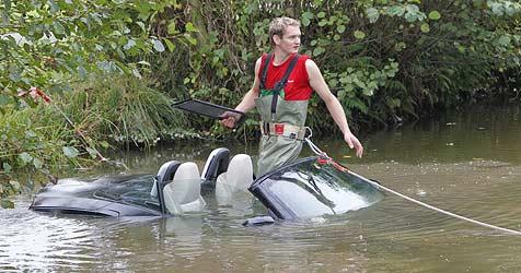 Geschäftsmann versenkt edles Cabrio im Teich (Bild: Markus Tschepp)