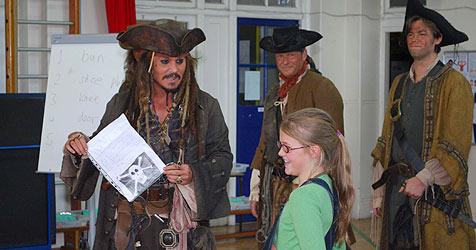 Captain Johnny Depp kommt jungen Piraten zu Hilfe