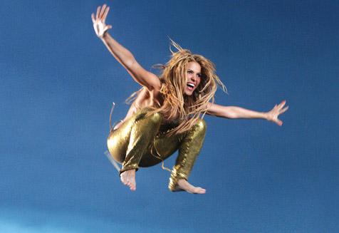 """Mit der """"Krone"""" zu Superstar Shakira - auf die Bühne! (Bild: Sony Music)"""
