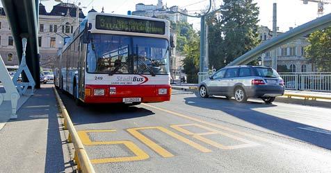Stadtbus verlangt freie Fahrt und neue Busspuren (Bild: Markus Tschepp)