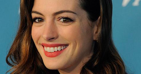 Hathaway spricht über kriminellen Ex-Verlobten