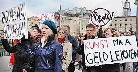 Studis protestieren gegen Kürzung der Familienbeihilfe (Bild: APA/BARBARA GINDL)