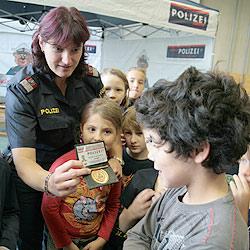 """Polizei warnt Kinder an Schule vor """"Schwarzem Mann"""" (Bild: Schütz)"""