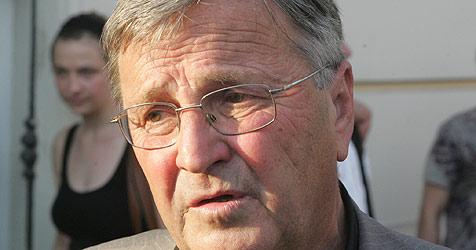 Pfarrer Friedl in  Salzburger Spital aus Koma erwacht (Bild: Schiel)