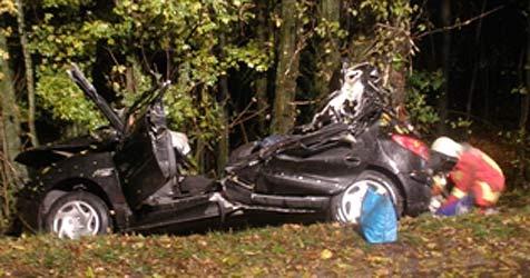 Crash auf der A1 fordert eine Tote und drei Verletzte (Bild: FF Vorchdorf)