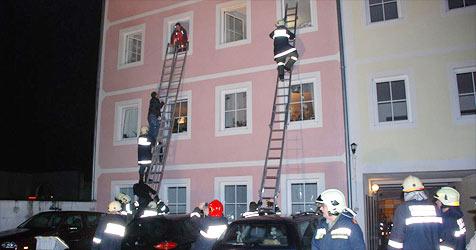 Zündler am Werk - Feuer in Wohnhaus wurde gelegt (Bild: FF Obernberg am Inn)
